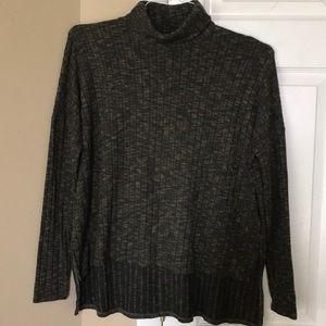 Ling sleeve sweater, size medium